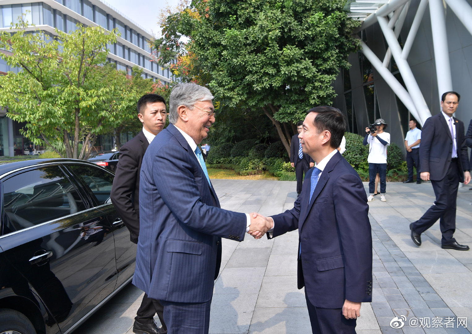 哈萨克斯坦总统感叹:扫码支付不用带钱包 太好了