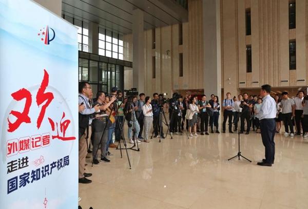 外媒记者走进国家知识产权局 感受中国知识产权保护的严格与开放