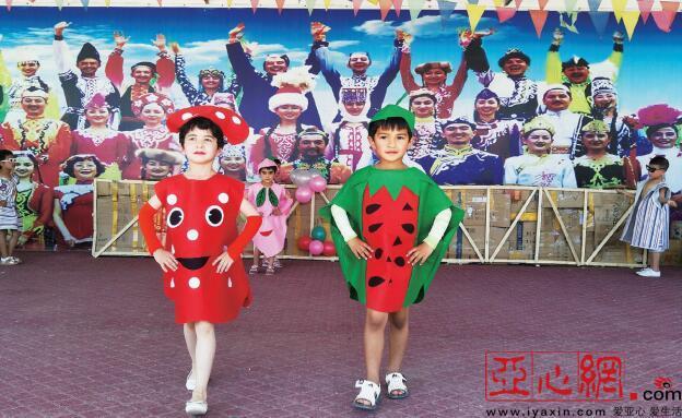 英吉沙县城关乡13村举办水果蔬菜时装秀