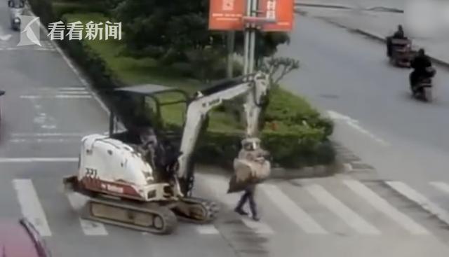 实探特斯拉上海工厂:半小时拉走36辆Model 3