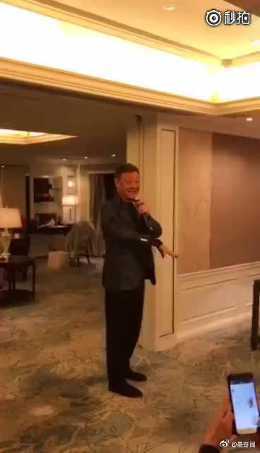 韩磊在黎姿豪宅家宴上唱歌,惊人水平!现场版比棚录还要震撼