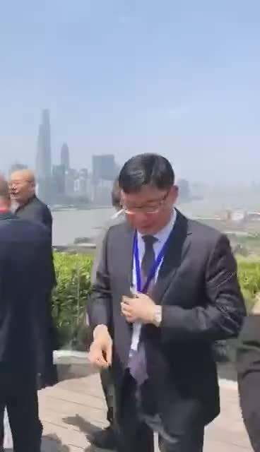 世界500强大佬聚会,马化腾在黄浦江畔