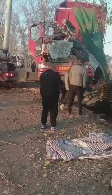 10月16日,长春市德惠市九台区城子街村路段发生一交通事故