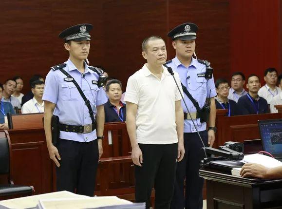 百色市人大常委会原副主任韦瑞灵一审开庭:涉嫌受贿九百余万