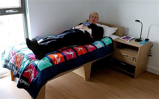 在家赚钱项目_英首相脱欧压力大 解压秘诀:睡前读诗 清晨遛狗