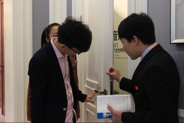 时尚对话经典 双羽木门点亮北京门展