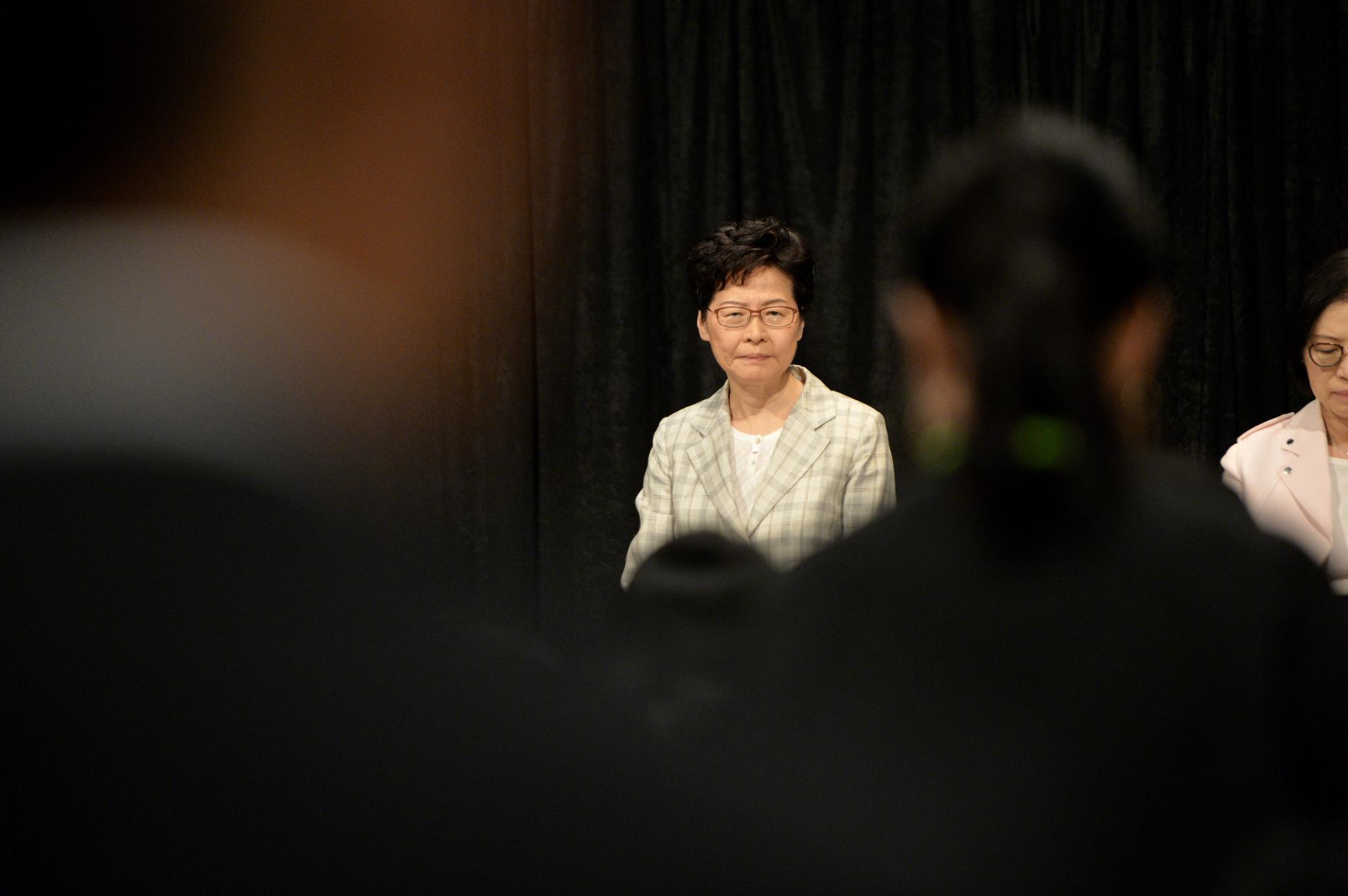 """林郑月娥参加首场""""社区对话"""":希冀加强与年轻人的沟通"""