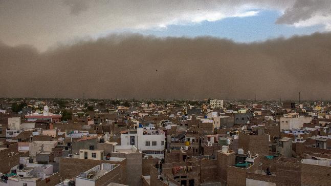 超强沙尘暴席卷印度北部 已导致77死143伤