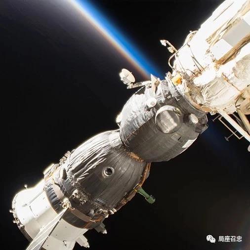 """国际空间站漏气,关键时刻宇航员用""""一阳指""""化解危机"""