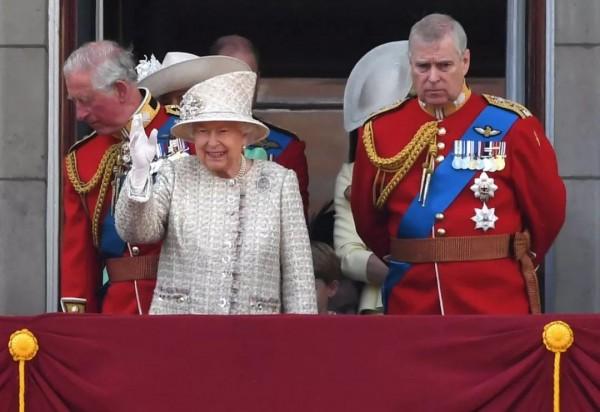 """卷入性丑闻、""""洗白""""又翻车…面对又一个""""坑娘""""王子,英国女王:你,出局!"""