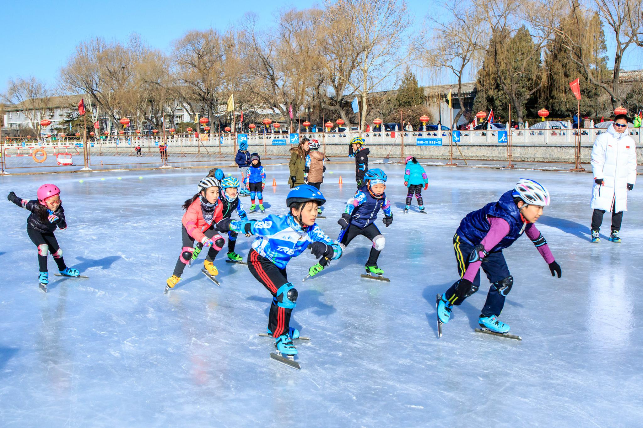 市体育公益活动助力冬奥,八旗冰嬉再现传统冰上民俗神韵
