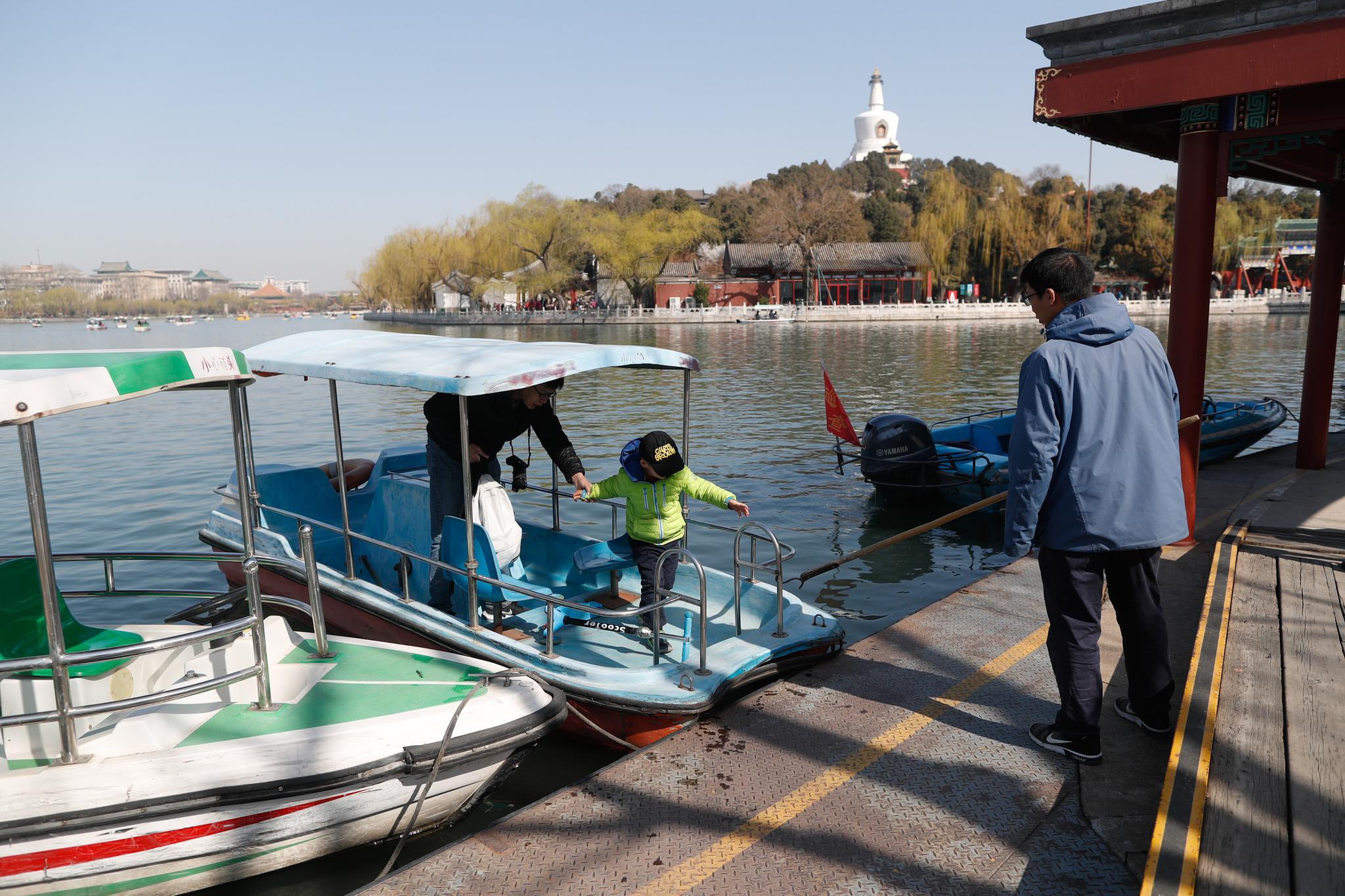 """北海公园游船今起开航,本周末迎游客""""荡起双桨"""""""