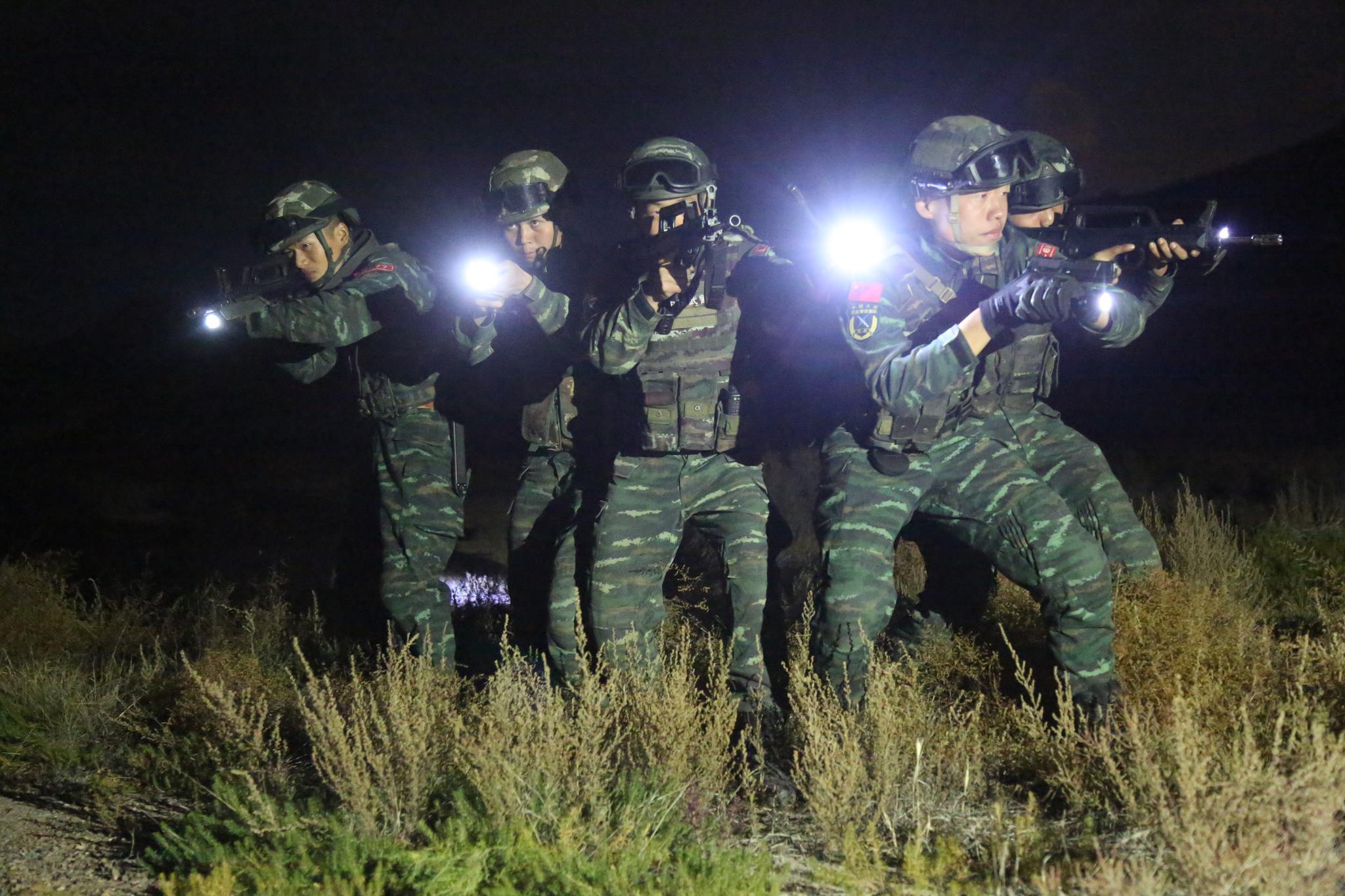 武警宁夏总队石嘴山支队锤炼夜间作战能力