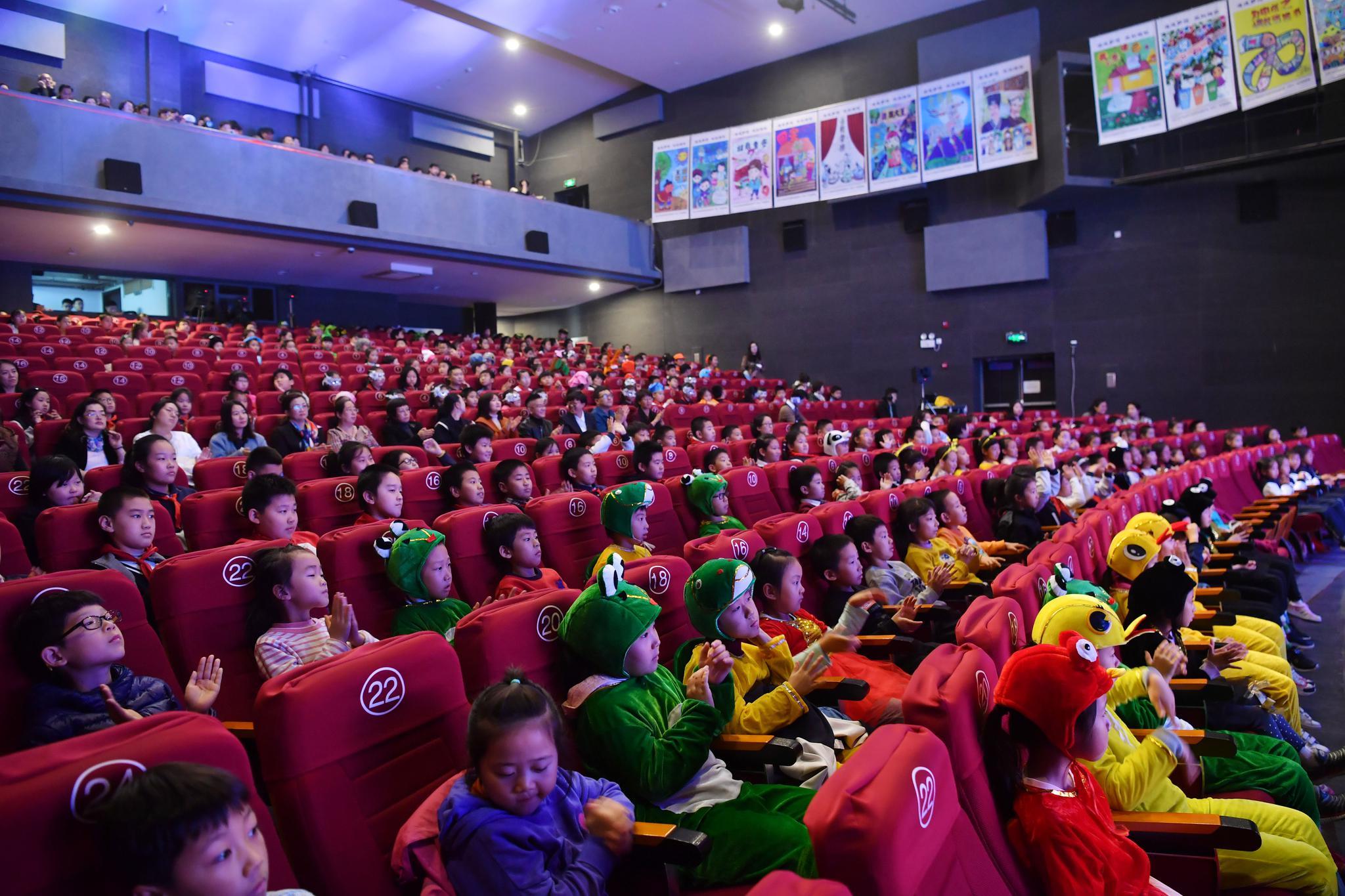 灯市口小学优质教育资源带1800余名学生全员参与,52个班登台演绎。新京报记者 李木易 摄
