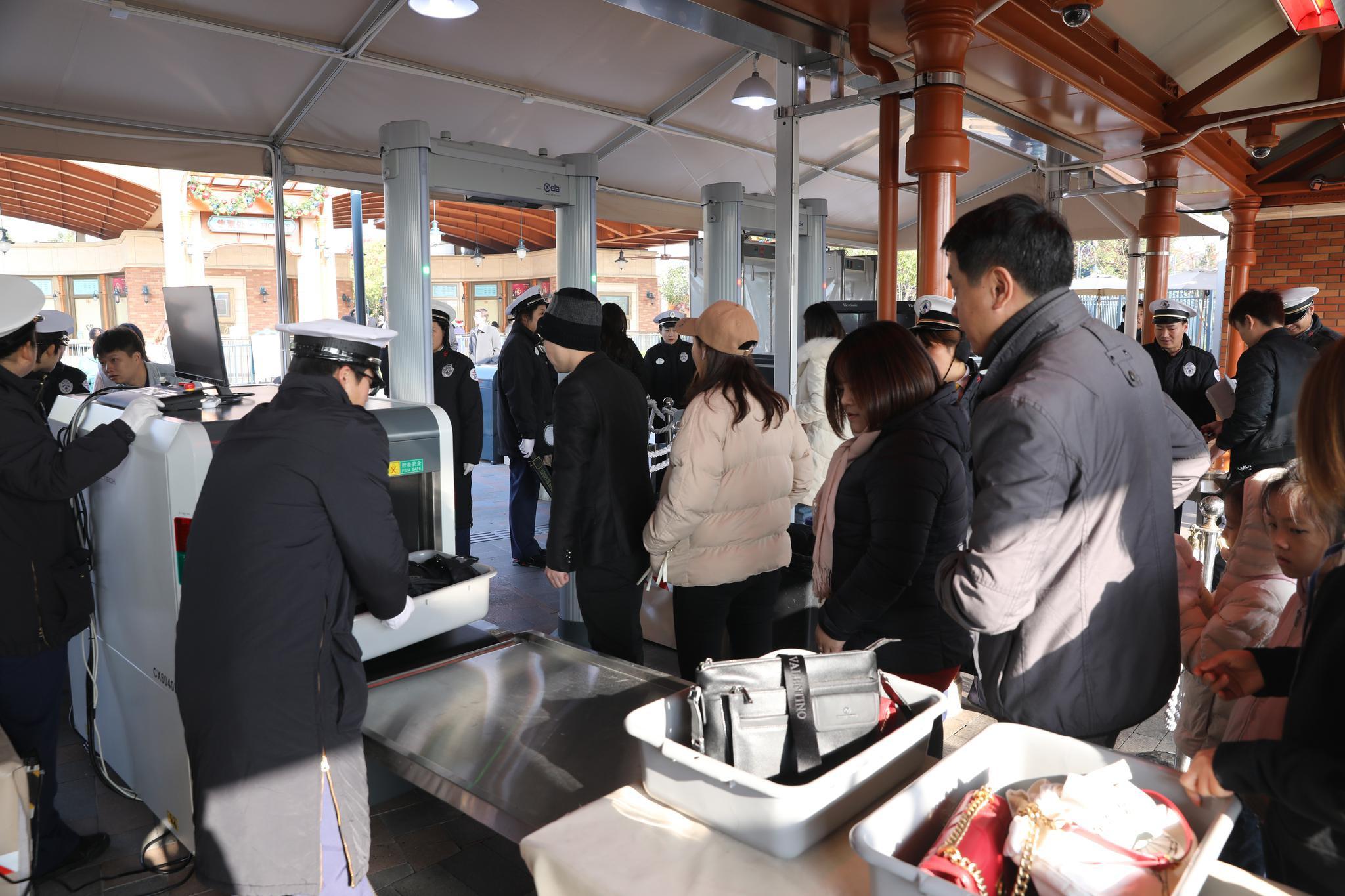 上海迪士尼乐园开始测试使用X光机 优化安检流程