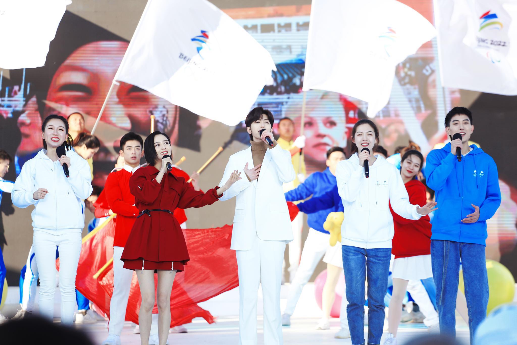 蔡徐坤佟丽娅献唱北京2022年冬奥会推广曲(图)