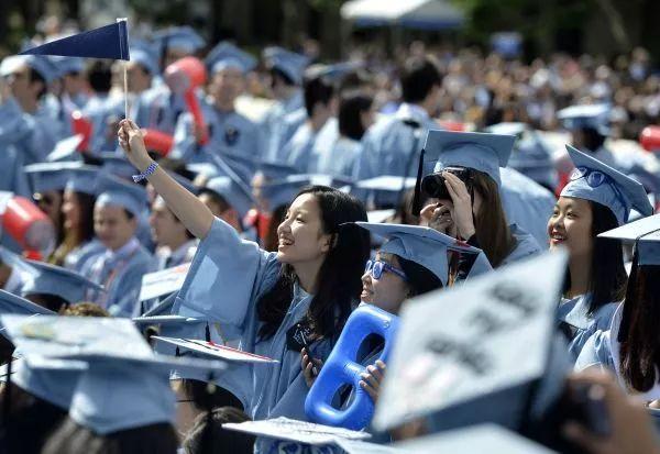 ▲2015年5月20日,幾名來自中國的國際學生在哥倫比亞大學畢業典禮上。(新華社)