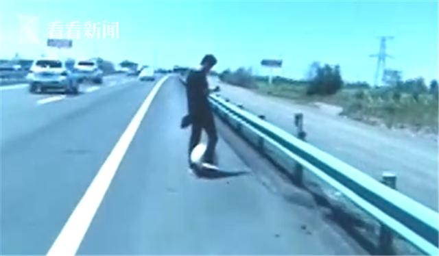 """小伙踩""""风火轮""""上高速_面对警察称这次我要火了"""