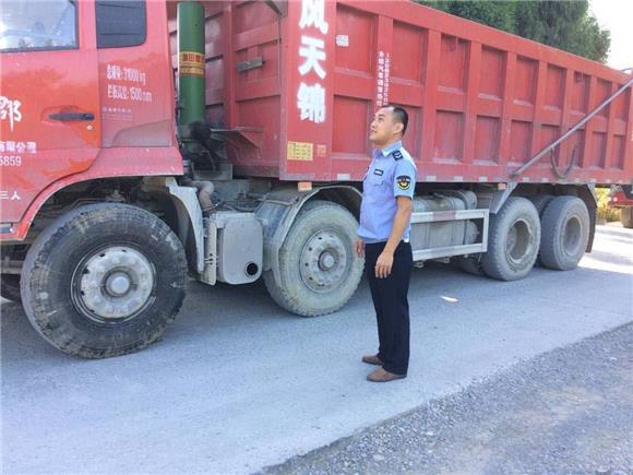 合川双凤镇:设卡检查为交通安全撑好防护伞