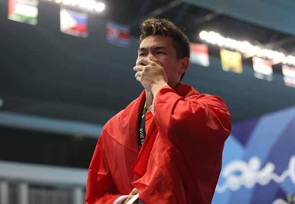 徐嘉余拿下50米仰泳金牌:再胜日本名将,斩获个人第二金