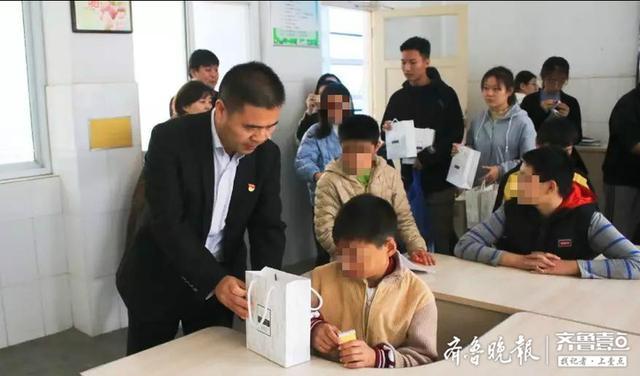 菏泽学院数学与统计学院党支部赴特殊教育中心开展志愿服务活动