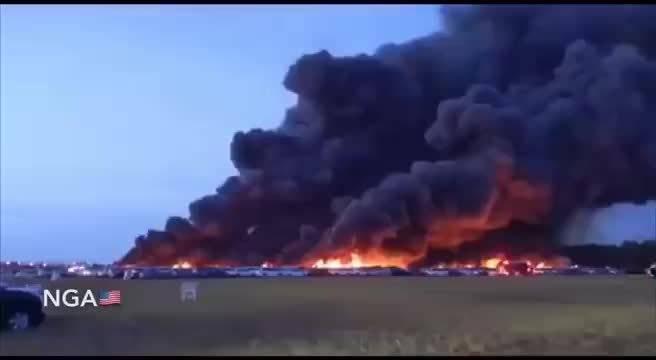4月4日,在佛罗里达机场附近的大火烧毁了3500多辆汽车。