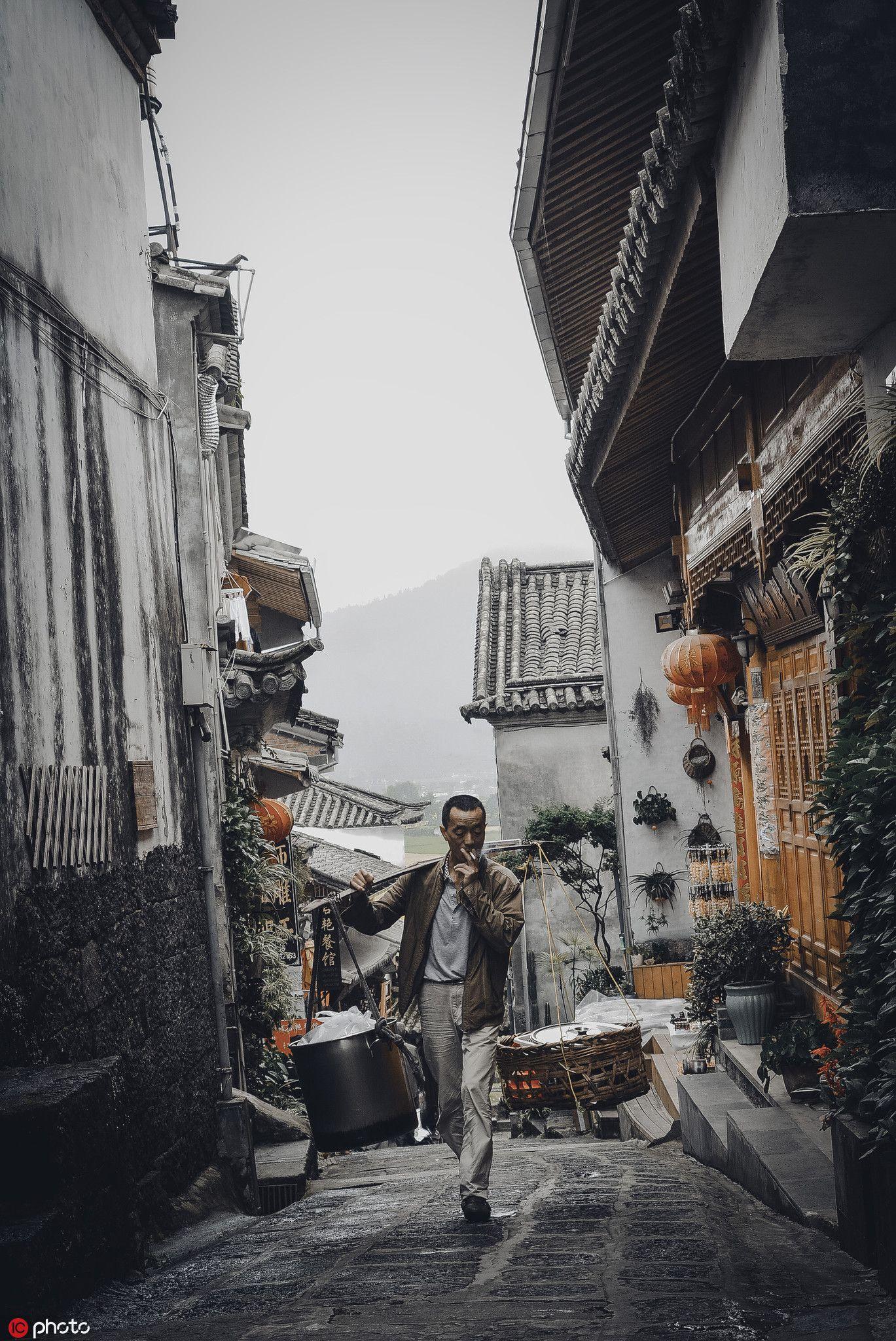 和顺古镇的小巷,图片来源:东方IC。