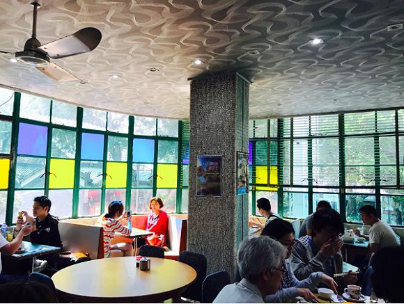 老牌香港茶餐厅的内饰 图片来源:美都餐室