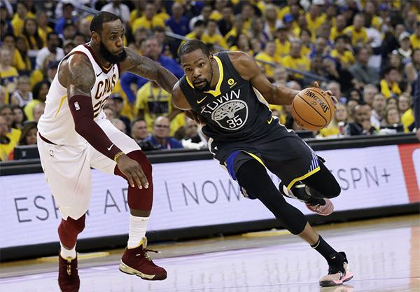 NBA新赛季赛程公布,直播和眼球都跟着詹姆斯去