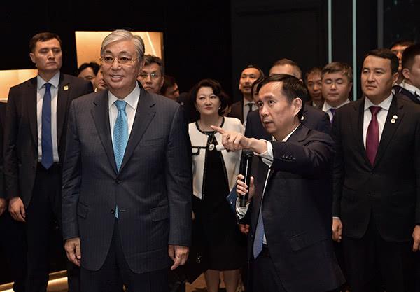 哈萨克斯坦总统参观阿里总部,与新任董事长张勇对谈普惠发展