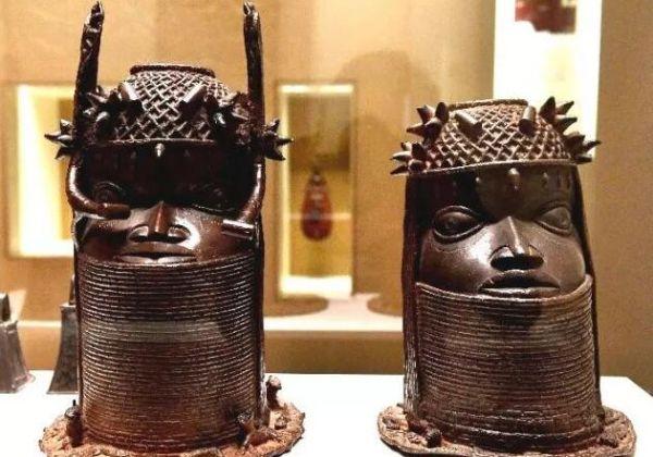 6月18日,法国巴黎布隆利本土艺术博物馆展出贝宁王国时期的艺术品。(新华社/法新社)