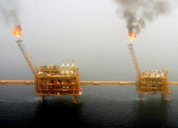 伊朗首都德黑兰南部的索罗什油田 (图片来源:今日俄罗斯)