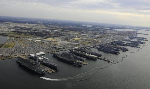 6艘航母集体趴窝,美军海军遭遇前所未有危机,航母战斗群没航母