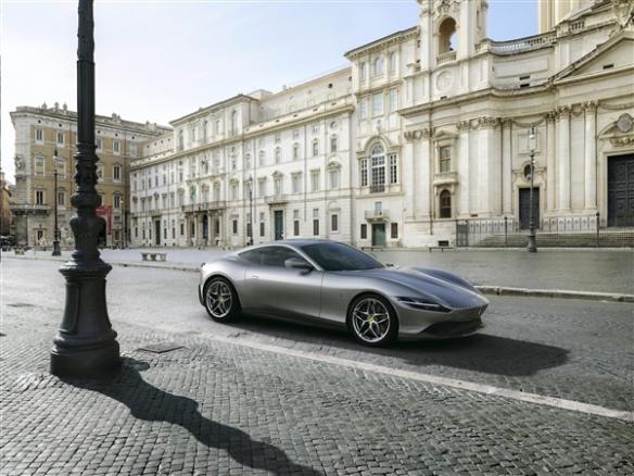 转载:法拉利入门级硬顶跑车Roma搭载前中置V8售价或低于200万
