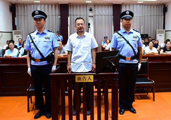 甘肃武威市委原副书记伪造双重身份 专门来捞钱