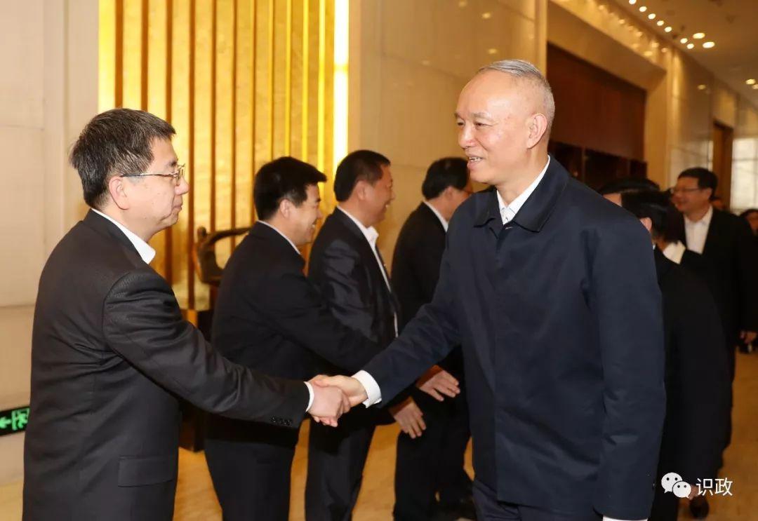 看望北京市在内蒙古自治区挂职的干部代表