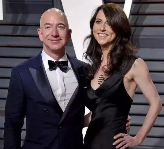 她是世界首富的妻子,但更是她自己