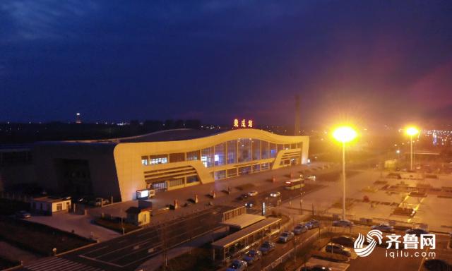43秒丨威海荣成公交城铁夜班车已恢复 城铁到站延后5-10分钟发车
