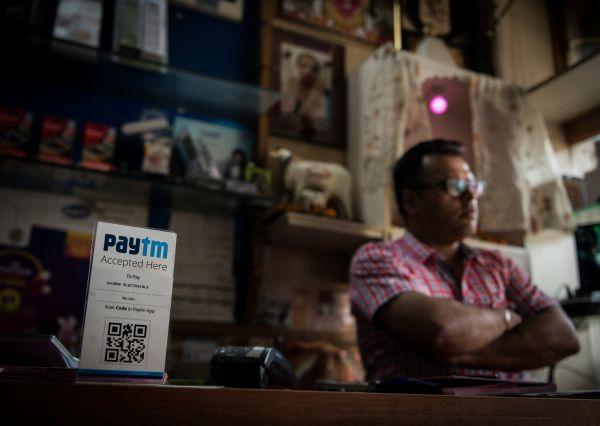 这是2017年4月12日在印度新德里一家电器店拍摄的Paytm收款二维码。(新华社)