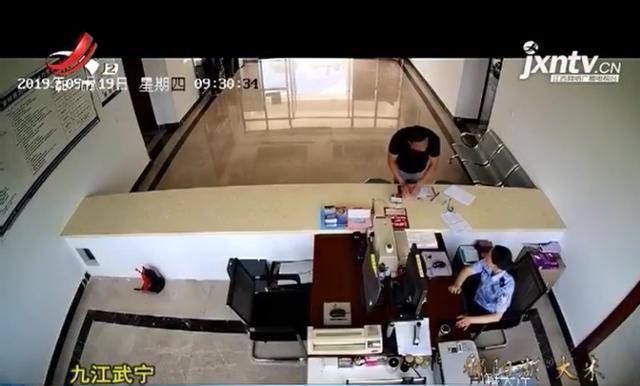 """九江:男子派出所办业务,临走时却被认出""""留下"""""""