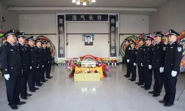 38岁民警在执行押解任务途中遭遇交通意外,为保护被押送人不幸牺牲