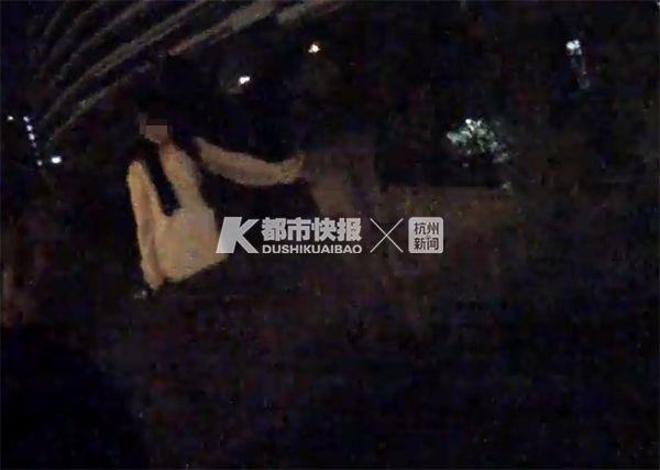 来杭州找工作未果,18岁白衣少女深夜哭着要跳桥,民警陪她聊到凌晨1点