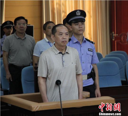图为刘加义接受宣判 张燕燕 摄
