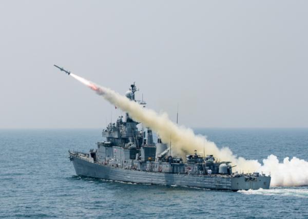 突发!韩国1500吨级舰艇疑似发生爆炸 一人重伤