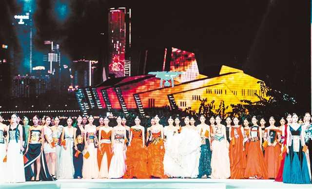 百名模特演绎中华服饰的韵味和美感