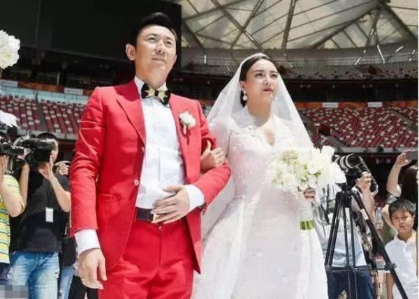 她曾获三连冠,领导奖套房子却食言,今嫁大14岁富豪,在鸟巢结婚