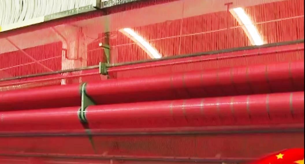 """滨州龙福""""国旗红""""地毯铺上天安门观礼台"""