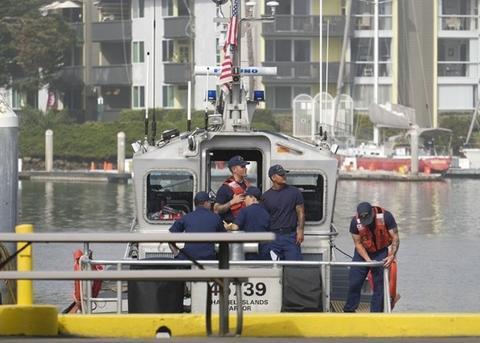 救济职员搜救现场。(图源:好联社)