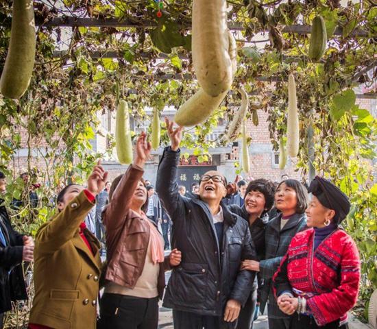 李嘉诚2013年造访接受基金会帮助的陕西乡村