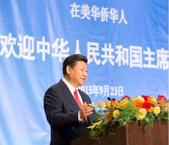 2015年9月23日,国家主席习远温和夫人彭丽媛正在西雅图列席美国侨界接待招待会。图为习近平正在接待会上宣布发言。泉源:新华社